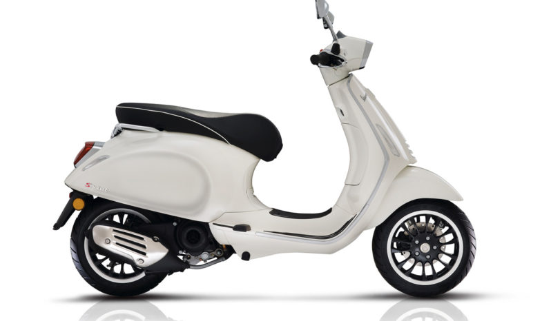 Vespa Sprint 150 (White) full